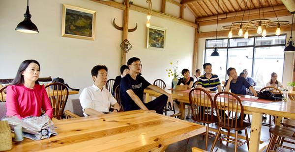 黄山市委会市直综合一支部调研乡村旅游